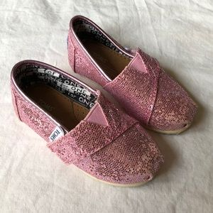 Toms sparkling pink shoes classic size T 5 GUC